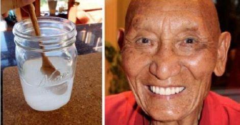 I monaci tibetani hanno denti sani,bianchi e forti fino alla vecchiaia. Ancora oggiin queste zone di montagna non hanno mai sentito parlare di dentifrici