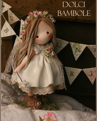 """80 Likes, 3 Comments - Annalisa (@dolcibambole) on Instagram: """"Oggi finalmente Beatrice ha festeggiato la sua comunione ed ha potuto mettere la signorinella sulla…"""""""