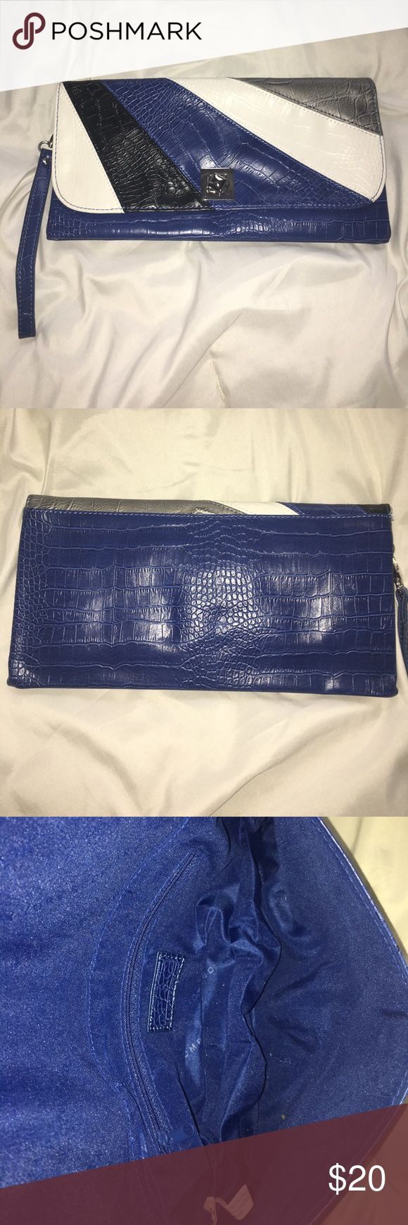 New York & Co. clutch purse Beautiful croc type pattern blue, white, black and silver clutch with wrestler handle! New York and Co. Used once or twice. Brand new condition. New York & Company Bags Clutches & Wristlets