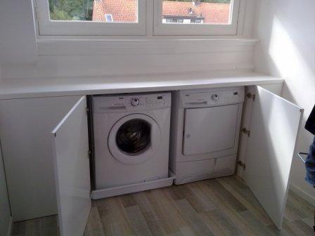 Opbergmeubel voor wasmachine met drukknop