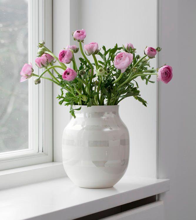 De elegante Kähler vaser i perlemor kommer snart. Du kan forudbestille dem på hw-homeware.dk imorgen.