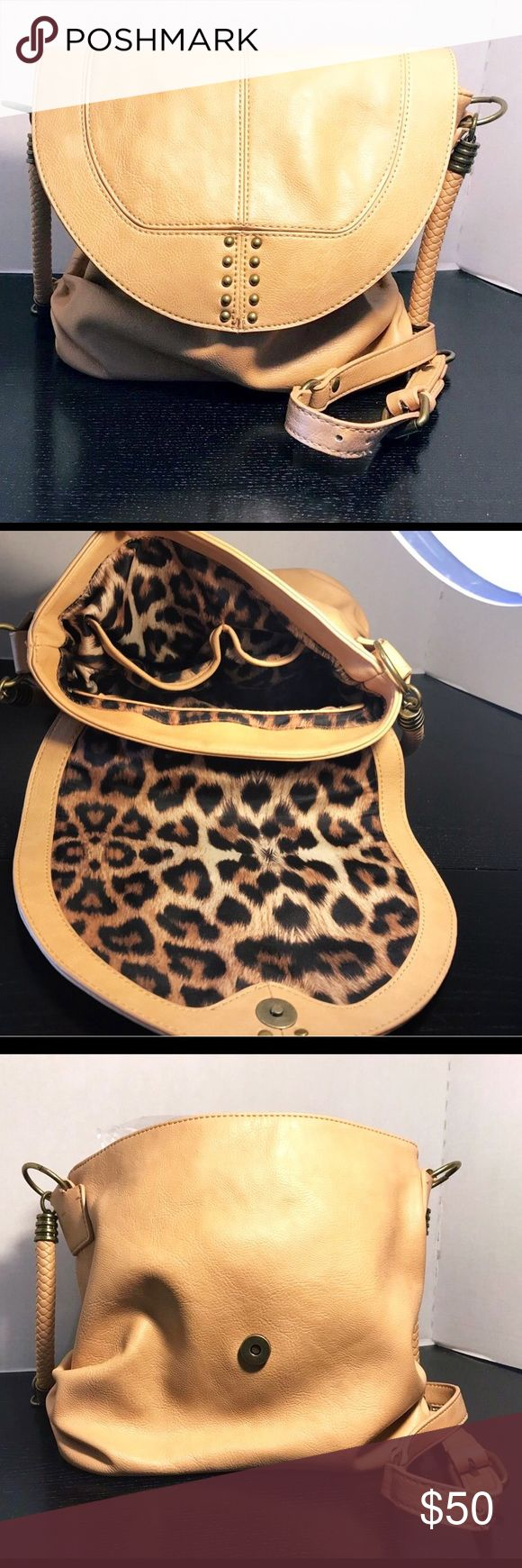 Jessica Simpson Tan Handbag 👜 Cute Crossbody Bag! Strap is about twenty inches. Bag itself is about 9 inches long and 8 wide. Preowned and in excellent condition. Cheetah / leopard print interior. Jessica Simpson Bags Crossbody Bags