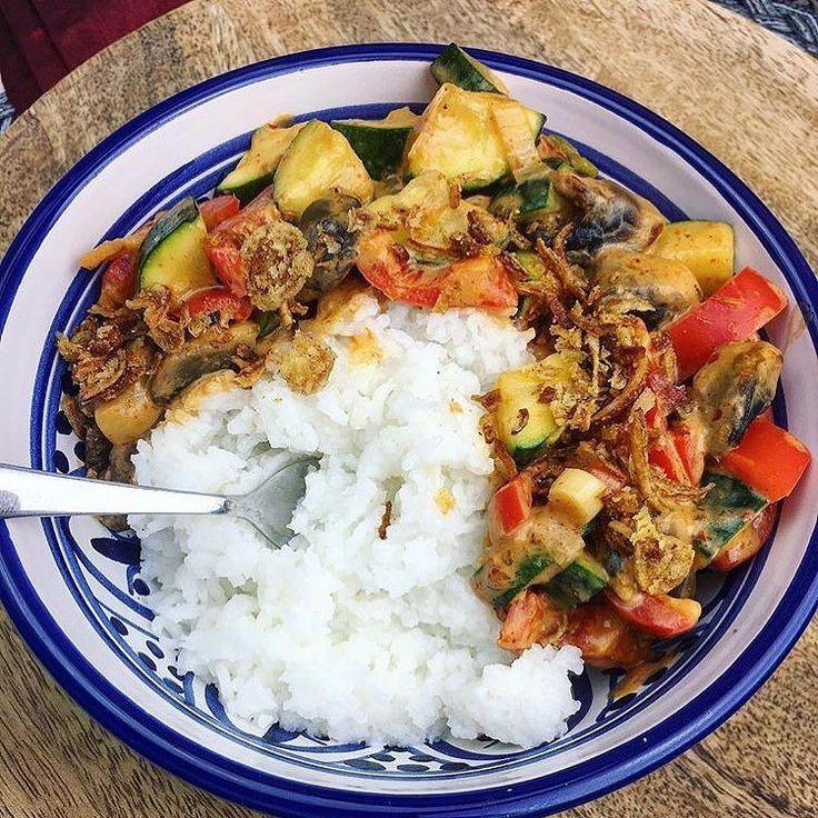 """""""Für mich eine #Bowl voller #Glück""""  - na wenn das mal kein Liebesgeständnis ist von der lieben @primaballerinaslife  aber wir können sie nur zu gut verstehen! Bei unseren Thai Curry Pasten wird uns auch immer ganz warm ums Herz  .  Unsere thailändischen Curry Pasten Saucen Gewürze und Sets findest du auf www.chok-chai.at - klick einfach den Link in der Bio @chokchai.thai.cuisine   Shop: www.chok-chai.at  Versandkostenfrei ab 49  Versand 1-3 Werktage (Ausgenommen 18.Dezember-1.Jänner! Mehr…"""