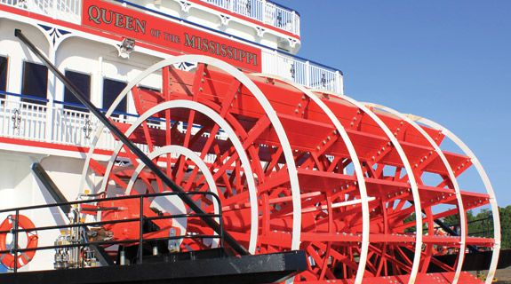 Mississippi River Paddlewheel Cruises on the Queen of the Mississippi