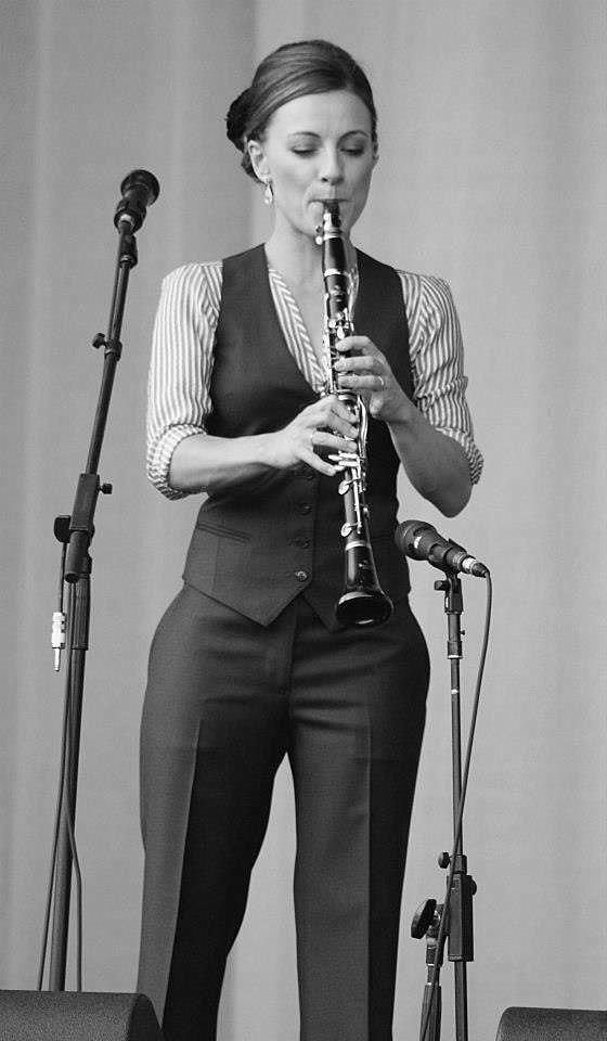 Arlene's Leonard Cohen Scrapbook: Backup Singer Charley Webb Also Plays Clarinet in the Leonard Cohen Old Ideas World Tour Band