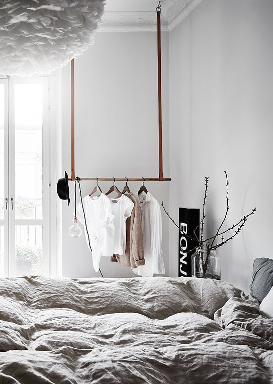 Klädstång i sovrum