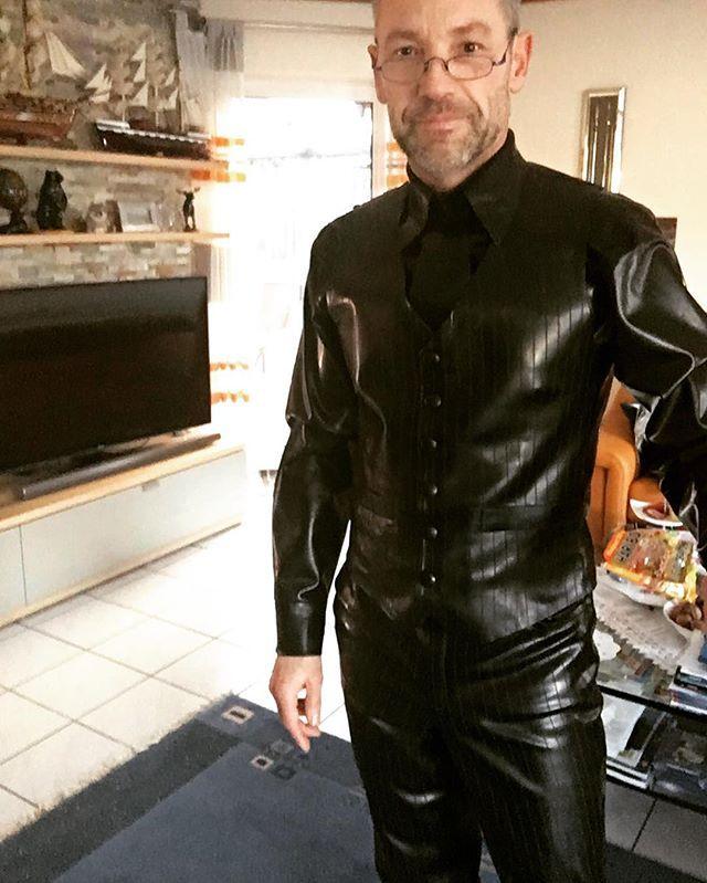 black elegance #fashionblogger #me #followme #instagood #rubber #rubbersuit #michaelfeldmann #suit #threepiecesuit #fetishmodel #me #men #menstyle #latexline #businessoutfit #gay #pride #motivation #career #success