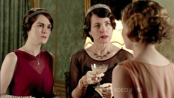 Elizabeth McGovern Photos Photos - Branson and Sybil return to Downton Abbey. Jimmy Kent joins the household. - Downton Abbey – Season 3, Episode 4