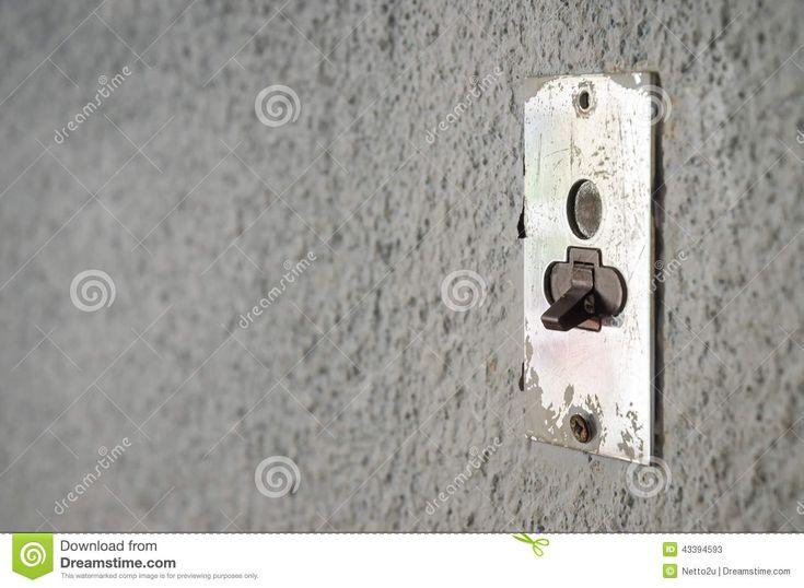 Vieux Métal Allumant Le Commutateur électrique Sur Le Mur Gris - Télécharger parmi plus de 27 Millions des photos, d'images, des vecteurs et . Inscrivez-vous GRATUITEMENT aujourd'hui. Image: 43394593