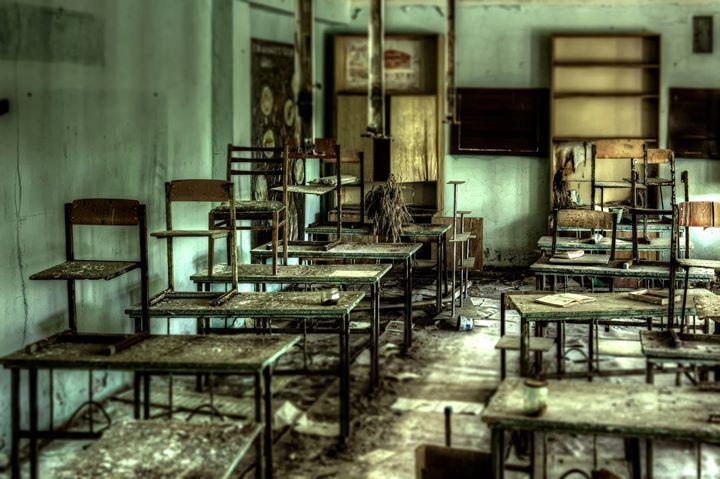 Heute sind Mittelschulen Hauptschulen mit einem Mittlere-Reife-Zug (M-Zweig). Jedoch muss eine Mittelschule im Vergleich zu einer normalen Hauptschule mit M-Zweig besondere Kriterien erfüllen. Sie ist praxisorientiert um die Schüler auf eine Ausbildung vorzubereiten. Es gibt drei Wahlpflichtfächer:  Technik (Technisches Zeichnen und Werkstücke) Wirtschaft (Computer und Büroarbeit) und Soziales (Kochen und Planen früher GtB (Gewerblich-technischer Bereich) KtB (Kommunikationstechnischer…