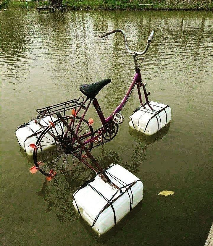 Clever! Make your own #pedalo from an old #bike :) #recycled #reuse