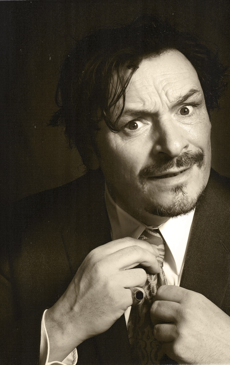i know i shouldnt but...Julian Barratt of The Mighty Boosh- sooo gorgeous! <3