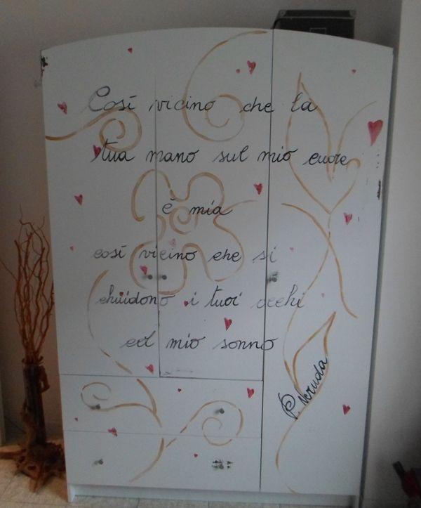"""L'armadio: ovviamente non ho una foto del prima..... ma l'armadio è il tipico armadio IKEA, del tipico color IKEA, del tipico truciolato IKEA, troppo tipico..... L'ho ridipinto con uno stile più """"romantico"""""""