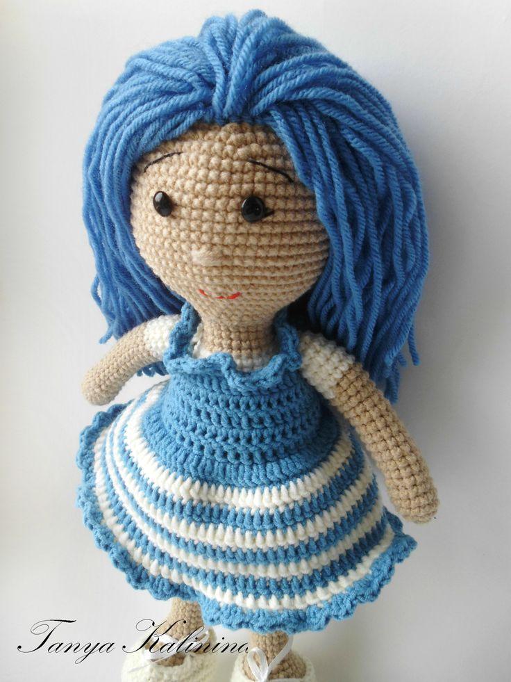 Почему-то куклы с голубыми волосами у меня всегда ассоциируются с Мальвиной😊  #kalinina_toys #игрушкиручнойработы #игрушкипермь #игрушкидлямалышей #игрушки #вяжуназаказ #вязаннаяигрушка #куклакрючком #кукладлядевочки #knitting #toys #amigurumi