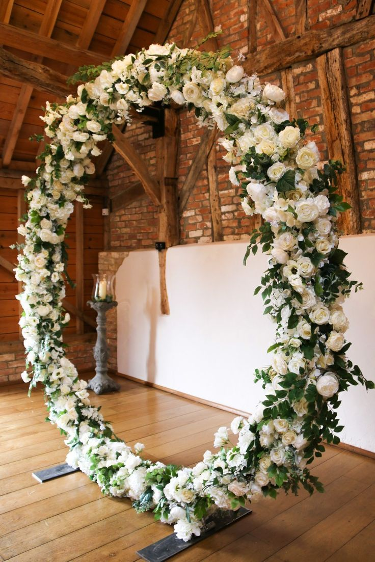 White and green flower circle for wedding ceremony backdrop. How beautiful and elegant.