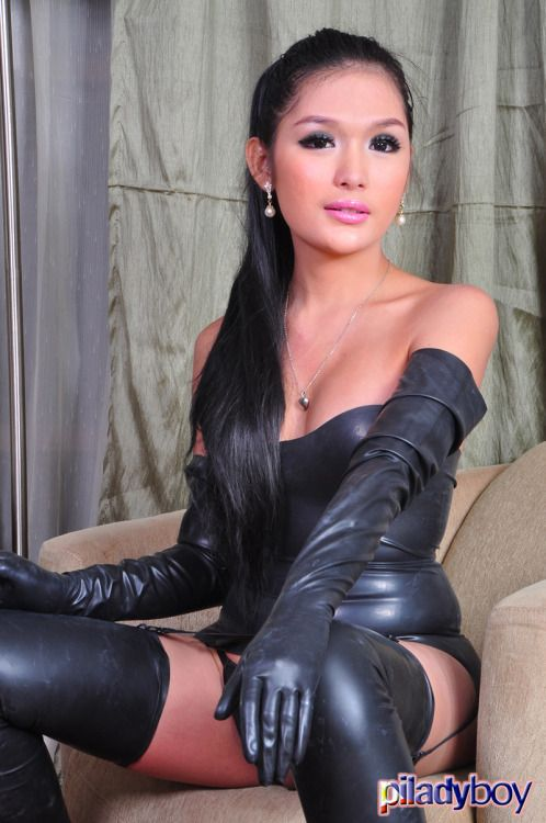 free-shemale-in-leather-gloves-video