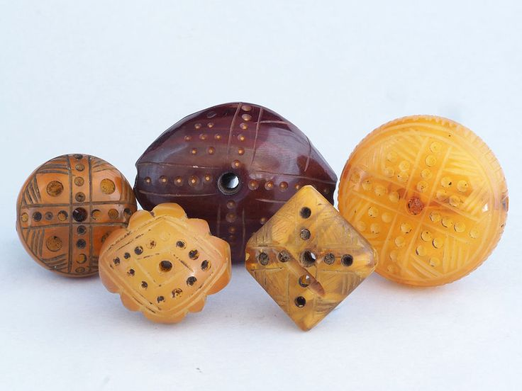 5 Antique carved phenolic resin beads. African Trade. Mauritania || US $395,00 Ca. EUR 330,17