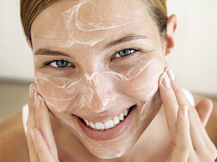 Dr. Alkatis Organic DIY Facial Mask: Power facial! Goat milk & honey.
