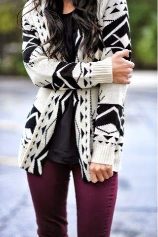 Black triangle design cardigan, black shirt and burgundy skinnies for fall