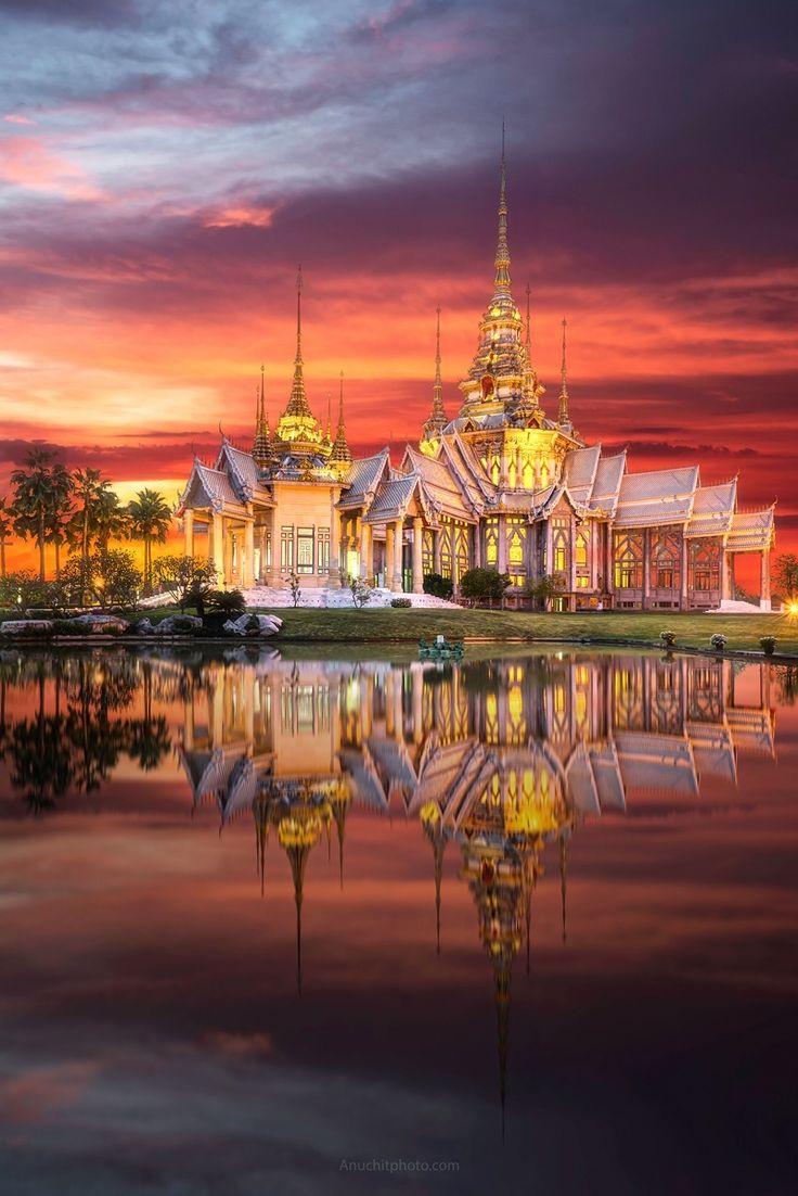 Sky over Wat Non Kum - Thailand