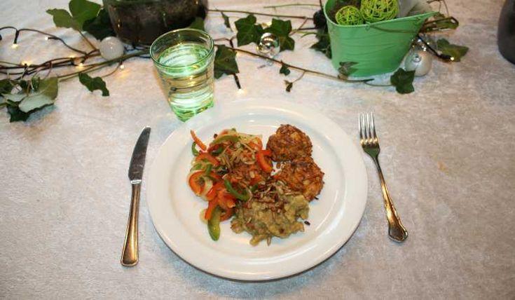 Mos gjort på endast röda linser och grönsaksbuljong. Morotsbiffar gjorda på bland annat morötter och Arlas Apetina Grillost. Och så lite paprika och lök till det.