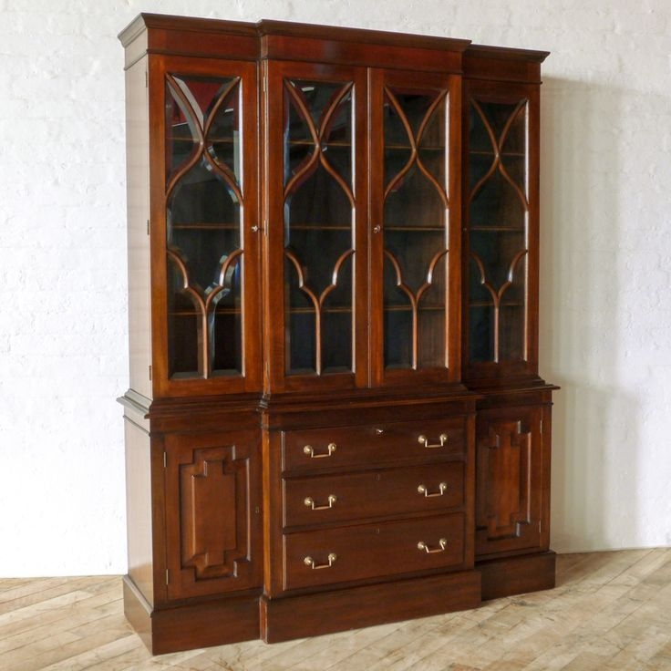 Superieur An Antique Mahogany Breakfront Bookcase Circa The Typical Plinth Base Below  Three Central Drawers And Two Cupboards With Panelled Doors. The Upp