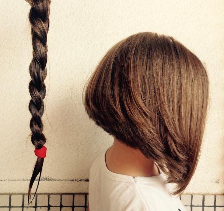 Nerea con tan solo seis años  decide cortarse el pelo para donarlo a niños necesitados.  Nerea with just six years decided to cut his hair to donate to needy children.