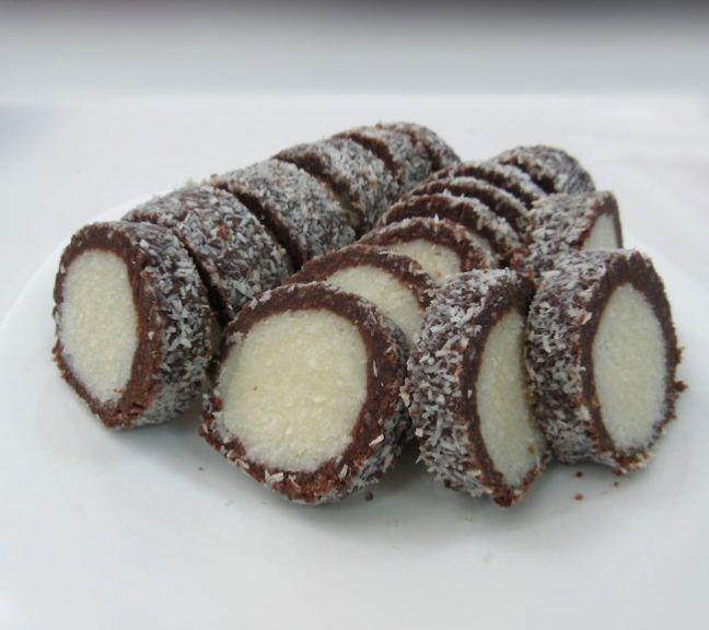Fotografiile apartin doamnei Isabela Condrea din Dorohoi (Ingredientele prezentate sunt pentru 1.400 gr) Ingrediente : 400 g biscuiţi simpli, 400 g lapte condensat, 200 g nucă de cocos, 100 g unt, …