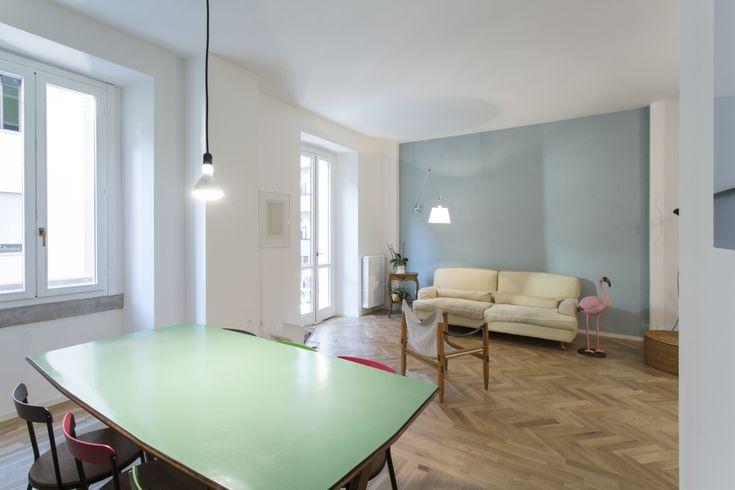 Una ristrutturazionedi un appartamentoa Milano incentrata sulla caratterizzazione di alcuni ambienti con carta da parati e la scelta delle finiture.