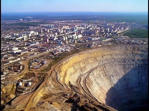 Perú: La enorme mina a cielo abierto, que devora a una importante ciudad...