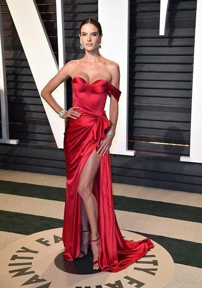 <p>Alessandra Ambrosio participó de la fiesta engalanada en una creación roja Ralph & Russo. </p>
