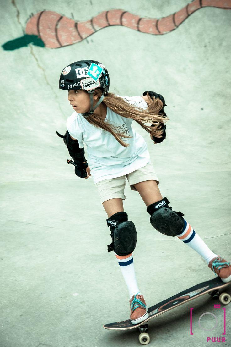 Skate meisje tijdens Antwerpen StreetKicks. #skateboarden #skaten