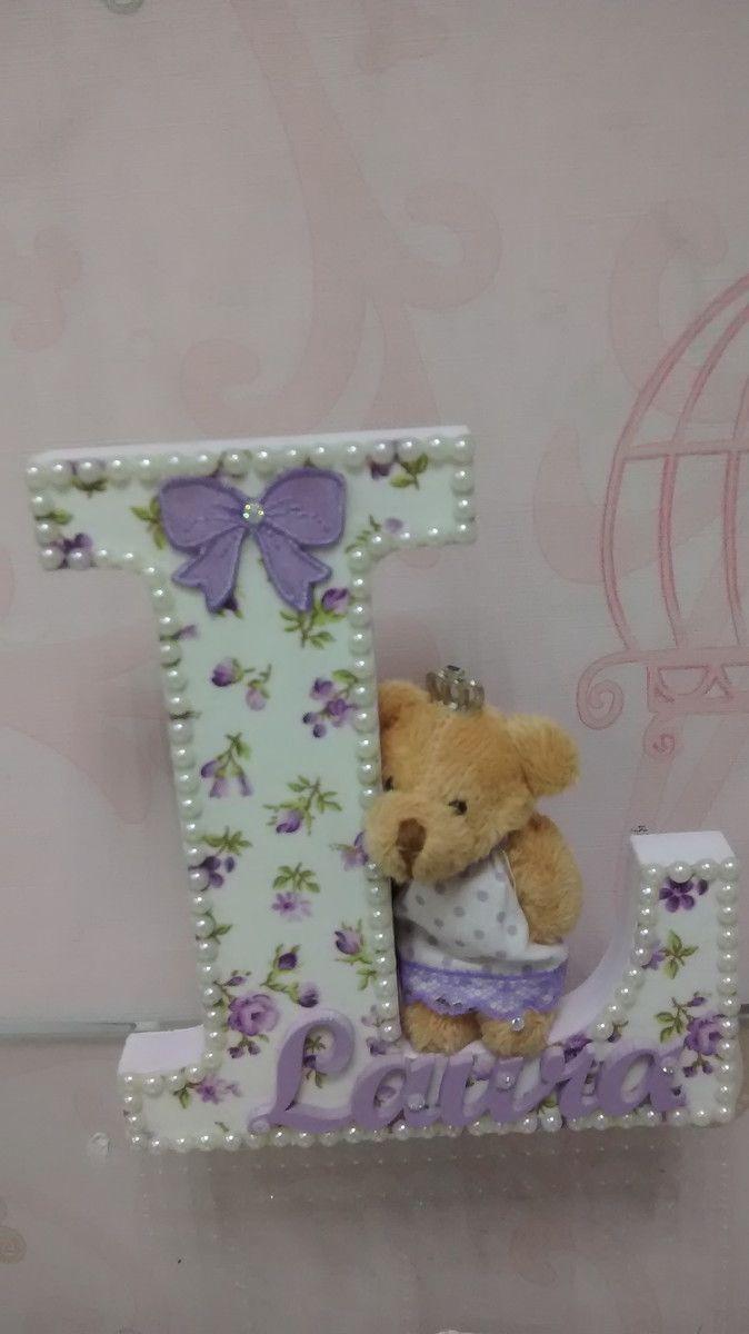 Letra de mdf decorada 16cm alt x larg proporcional MDF 15mm com tecido , pérolas e ursinho .
