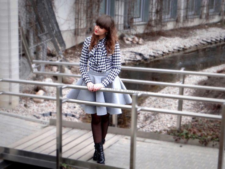 Stylizacja na dziś od  HANKY PANKY STUFF  to połączenie koszuli w kratę z piankową spódnicą, ś...