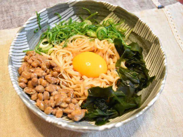 ダイエット★しらたきで作る納豆釜玉うどん by スーツでキッチン