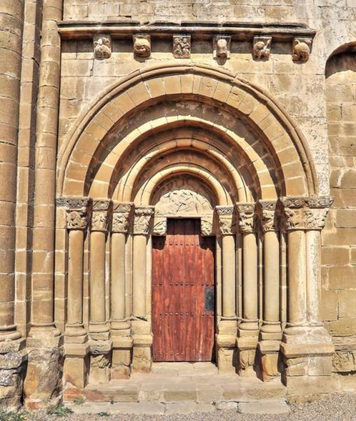 Portada de la iglesia de Santiago - Agüero, Hoya de Huesca