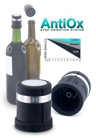 AntiOx beschermt de wijn tegen oxidatie. Sinds jaren zoeken Horeca-uitbaters en consumenten naar oplossingen om wijn te serveren per glas. Eens geopend oxydeert wijn snel als gevolg van blootstelling aan het zuurstof in de lucht. Een geopende fles wijn goed kunnen bewaren is dus noodzakelijk om per glas te kunnen schenken. Goedkoop, zeer eenvoudig en snel in gebruik (gewoon de stop op en van de fles zetten).