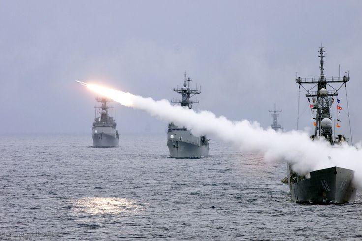 Us Navy Ships Destroyers | US-Navy-Destroyer-Ships-020207-N-0000R-001.jpg