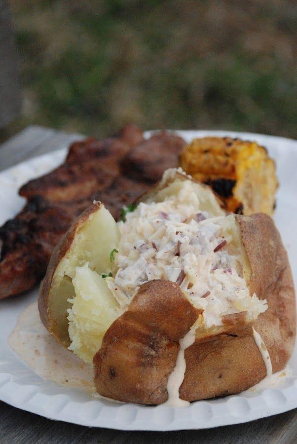Vi grillade i Ostvik och serverade bakade potatisar till köttet. Mitt tips är att ALLTID klicka ner en klick persiljevitlökssmör innan man k...