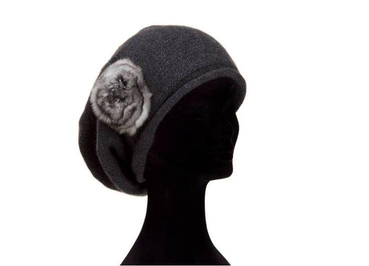 Berretta rapper grigio antracite  100% cashmere fiore cincilla naturale  misura unica