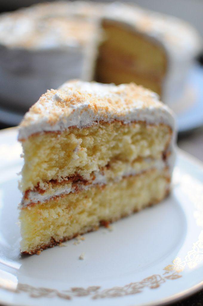Gâteau noix de coco et citron, déco à la meringue Suisse - La popotte de Manue