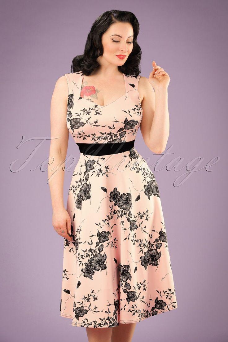 Deze50s Veronique Floral Swing Dress is elegant en super vrouwelijk... Exclusief bij TopVintage verkrijgbaar!  Wow, wat een schoonheid! Deze vintage geïnspireerde beauty heeft een elegante diamantvormige halslijn en een contrasterende zwarte tailleband die op een sierlijke wijze jouw taille benadrukt. Uitgevoerd in een flatterend dikker, maar heerlijk stretchy nudekleurig stofje voorzien vanopvallende zwarte bloemen.Geschikt voor een zomerse dag maar mi...