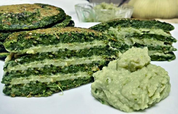 Una versione salata e vegan dei classici pancakes, un salva pranzo/cena da leccarsi i baffi. Gli ingredienti? Farina integrale, acqua e spezie di provenza.