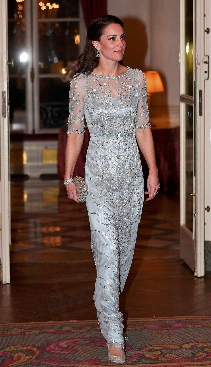 Герцогиня Кембриджская приехала в посольство в великолепном вечернем платье своего любимого дизайнера Дженни Пекхэм. Фото: REUTERS