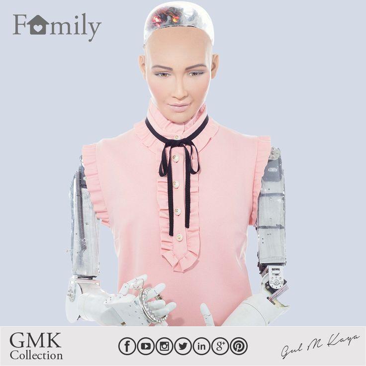 Eğer bir aileniz varsa şanslısınız. Değilse de bir taneyi hakediyorsunuz. Bence bu, hem robotlar hem de insanlar için geçerli.  If you have a family, you are lucky. If not, you deserve one. I guess this applies to both robots and people. *İlk robot vatandaş - The 1st robot citizen #Sophia