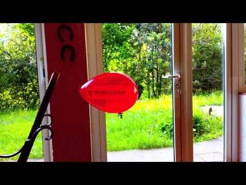 Mini dirigibile radiocomandato sponsorizzato Wineshop.it - spesso la vita ci porta lontano ... Wineshop.it ha trovato una soluzione alla lontananza tra voi e le vostre bottiglie di vino preferite!