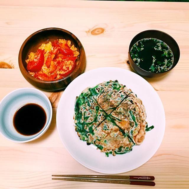 トマトは意外と炒めても美味しい。 チヂミは魚介など入れると尚良し。 - 7件のもぐもぐ - チヂミ、トマトの卵とじ炒め、ワカメスープ by udonsizudachi