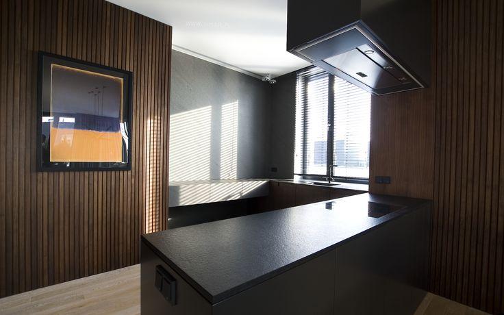 Blat kuchenny oraz fronty szuflad zostały wykonane z Bazaltiny. @imarpolska. Worktop and fronts of the drawers made of Basaltina.