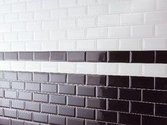 """Modèle """"MÉTRO"""". Existe en blanc (400574) et noir (401438). Ép. 7,5 mm. Le carton de 1 m². Garantie 2 ans."""