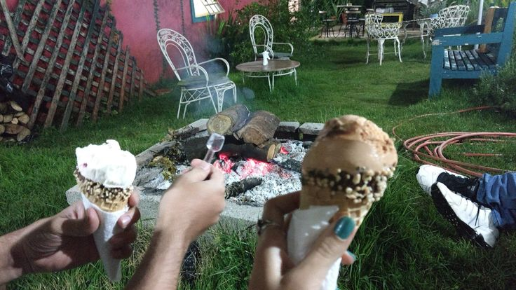 Leccatura Gourmet - Ribeirão Preto/SP - Gente, o que é esse lugar maravilhoso? Local diferenciado, onde você prova sorvetes inusitados com um jardim maravilhoso e com fogueira! Perfeito.